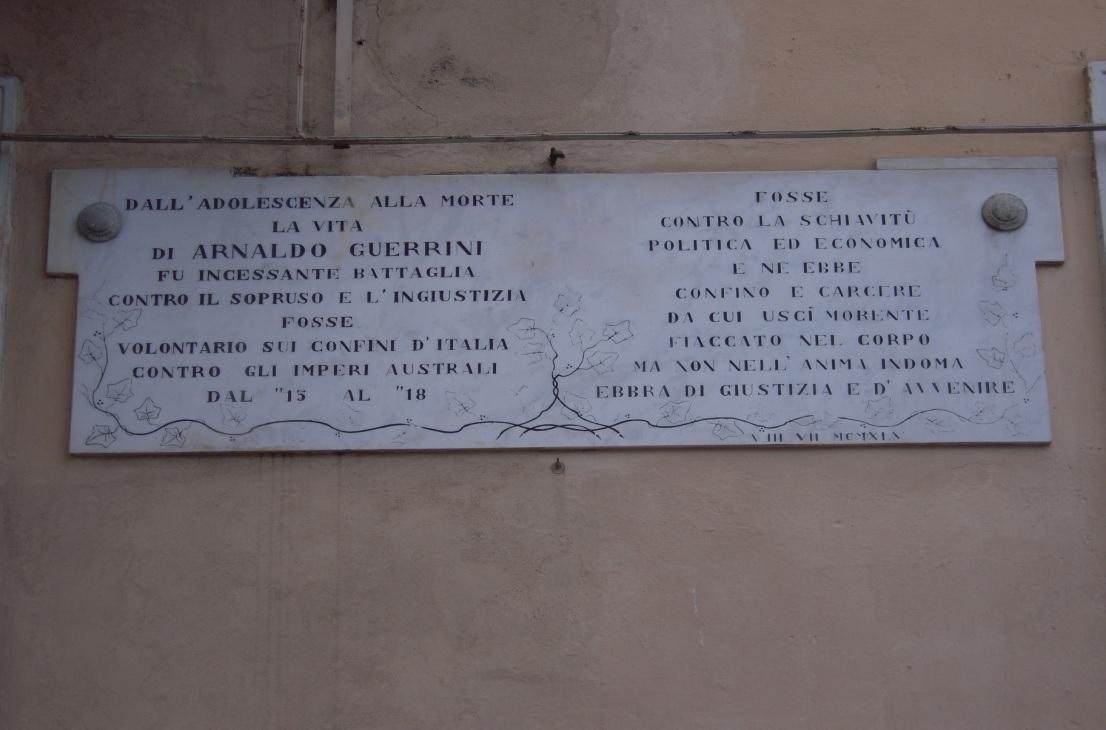 Targa in onore di Arnaldo Guerrini posta nel circolo nel 1960
